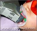 11.ทันตแพทย์จะปรับหัวของเครื่องฉายแสง Cool Light ให้อยู่ในตำแหน่งที่เหมาะสม.
